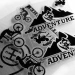 adesivo-adventure-montagna-prefustellato-supersagomato-tutti-dettaglio