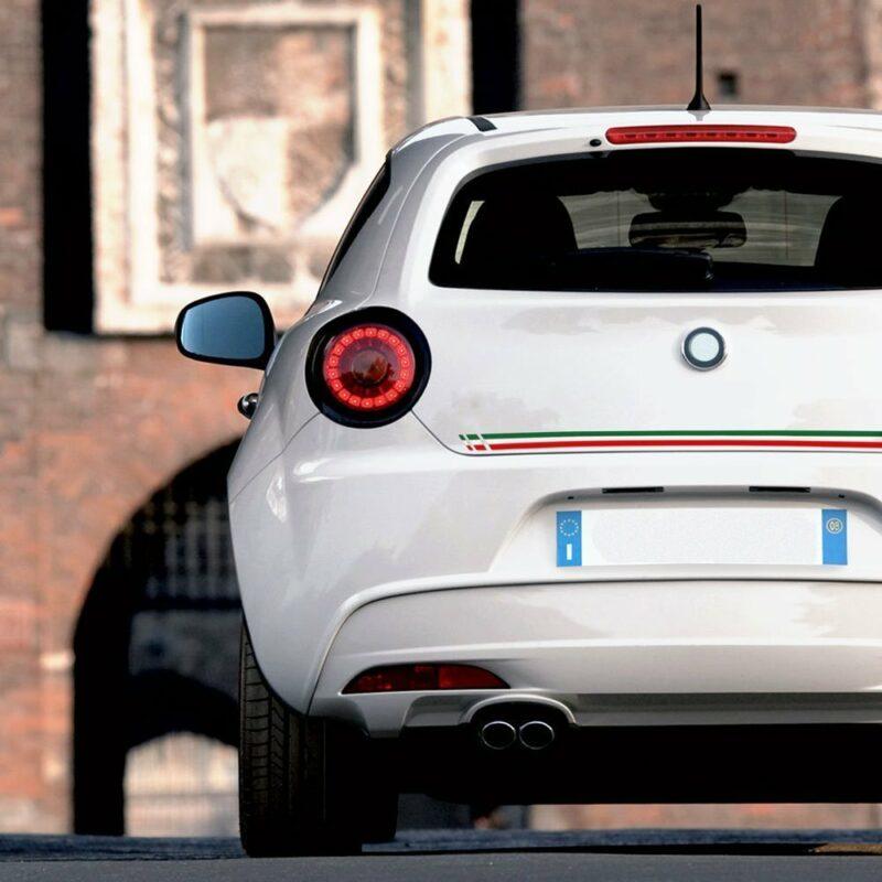 Strisce adesive per auto tricolore Italia esempio di applicazione retro auto