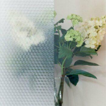 pellicola adesiva per vetri esempio applicazione con effetto vedo non vedo