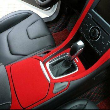 pellicola adesiva effetto velluto rosso esempio di applicazione interno auto