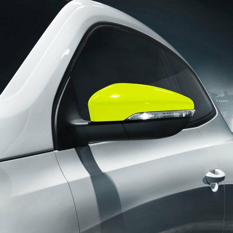Pellicola adesiva giallo fluo applicazione auto