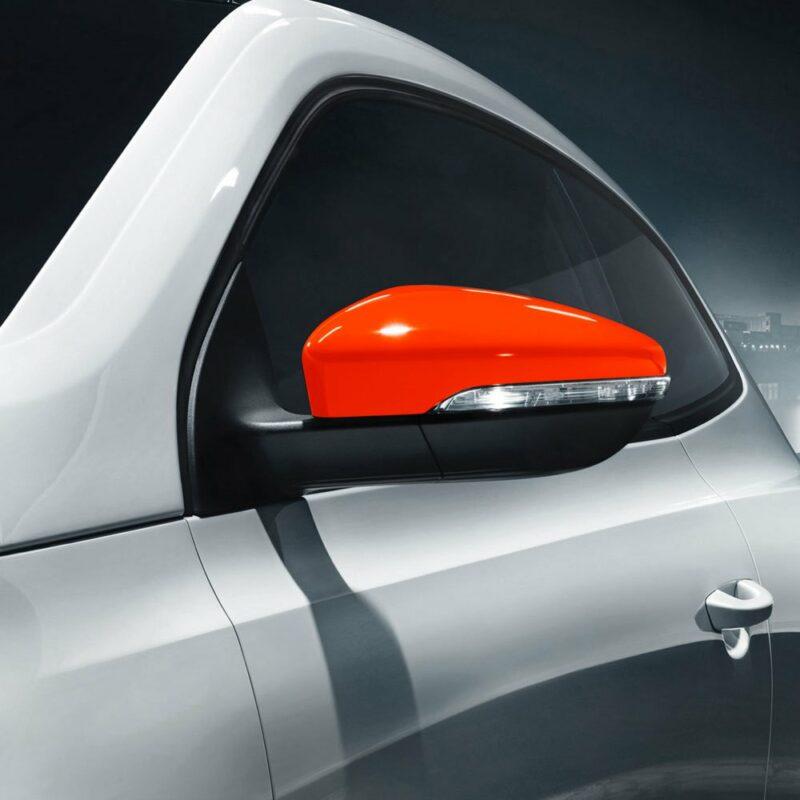 Pellicola adesiva rosso fluo applicazione auto