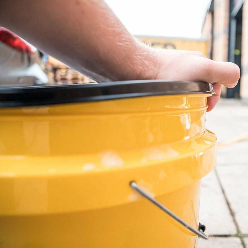 MEguiar's Bucket Lid coperchio per secchio in uso