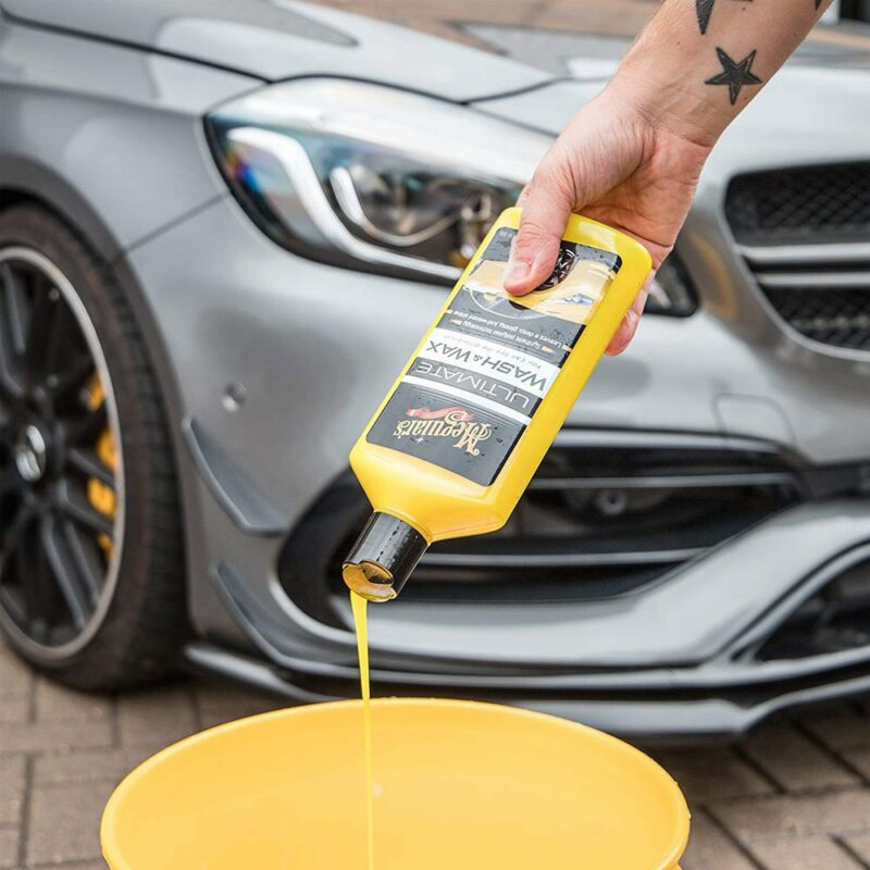 Meguiar's Ultimate Wash and Wax in uso