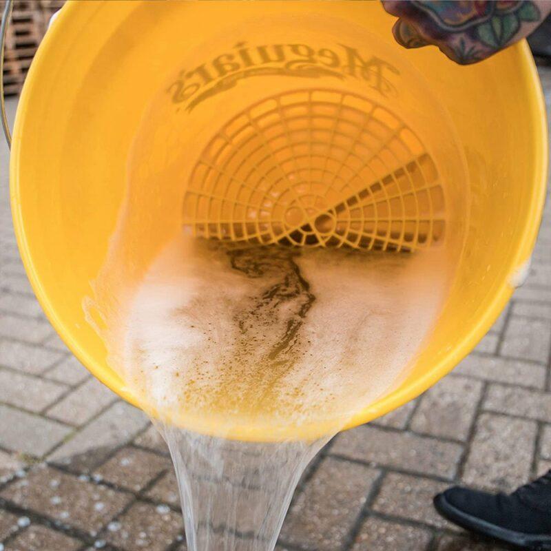 Meguiar's Bucket secchio per lavaggio in uso