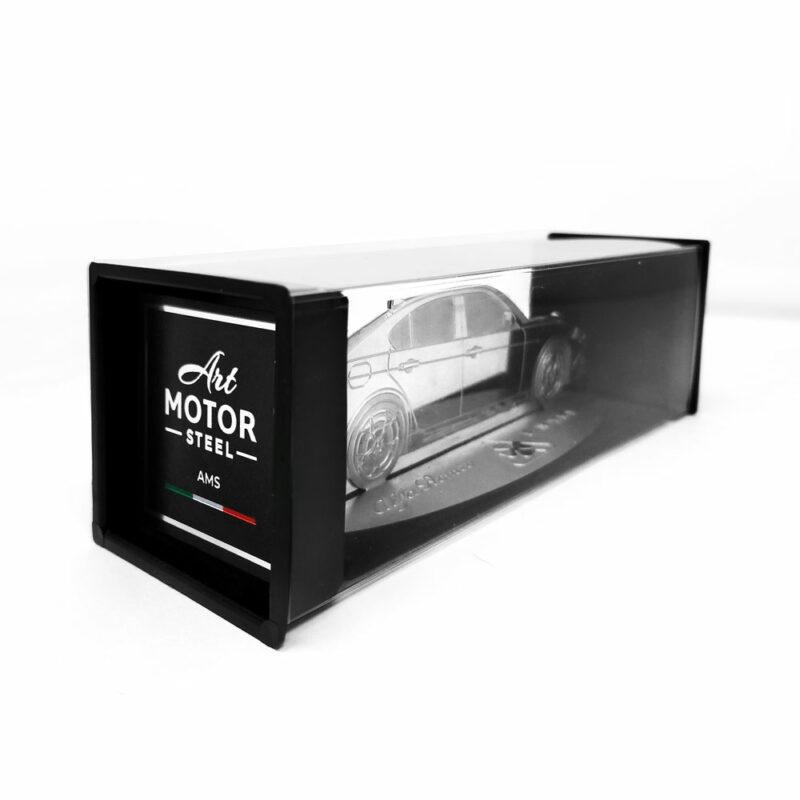 Modellino sagoma incisa in acciaio, Alfa Giulia, packaging