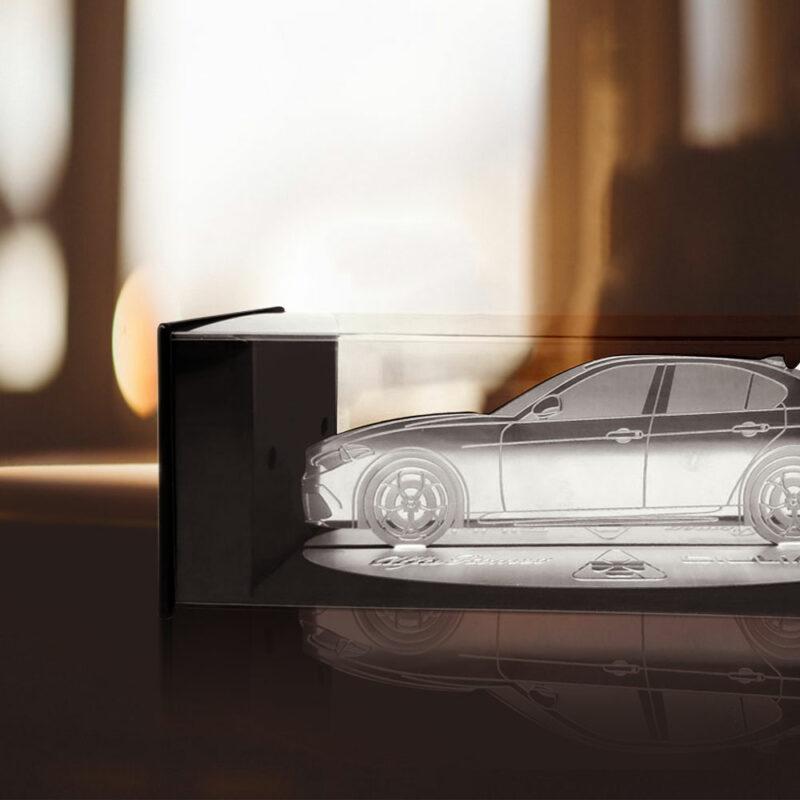 Modellino sagoma incisa in acciaio, Alfa Giulia, ambientazione